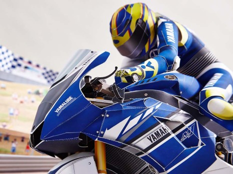 Yamaha-Papercraft-Rossi-Corkscrew-pass-03